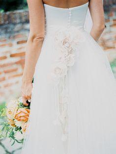 Casamento no verão e um lindo vestido Solaine Piccoli. wedding dress details - photo by Warm Photo http://ruffledblog.com/summer-love-wedding-in-austria