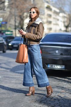 Isabella Charlotta Poppius poses with a Loewe bag before the Acne Studios show at the Hotel Potocki during Paris Fashion Week FW on March Trend Fashion, Fashion Week Paris, Denim Fashion, Winter Fashion, Fashion Outfits, Women's Fashion, Outfit Jeans, Jean Large, Denim Culottes