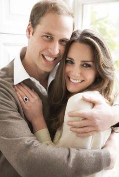 Điều ít biết về chuyện tình giữa Công nương Kate và Hoàng tử William   Chuyện tình giữaHoàng tử William và Công nương Kate nảy nở từ năm 2002.  Tuy nhiên vào thời điểm đó Kate đang yêu một chàng trai khác cùng trường và chuyện tình giữa hai người chỉ thực sự bắt đầu khi Kate chia tay người cũ. Và để có được cuộc sống hạnh phúc viên mãn như hiện nay tình yêu của họ trừng trải bao thăng trầmvà giận hờn của tuổi trẻ.  Trao nhau tình cảm từ năm 2002 nhưng tới tháng 4/2004 hình ảnh đầu tiên của…