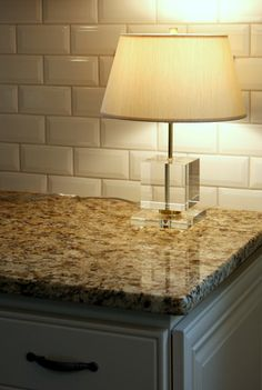 Love the granite and subway tile combo Kitchen Redo, Kitchen Backsplash, Kitchen Design, Backsplash Ideas, Countertop, Kitchen Ideas, Beveled Subway Tile, Subway Tiles, Mosaic Wall Tiles