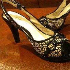 Host pick!! Jones NY Never worn! Slingback pumps Black and cream, detailed. Fabric upper. Never worn. Jones New York Shoes Heels