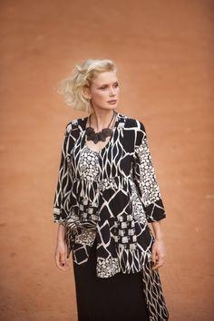 Gudrun Sjödéns Herbstkollektion 2014 - Auf dem Künstlerkittel Burkina geben sich alle Dschungeltiere ein Stelldichein.