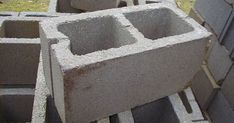 Cinder blocks, concrete blocks or cement blocks are large rectangular bricks commonly used in constructions. They are durable, inexpensive, readily available in any home improvement stores and easy for even the DIY beginners to. Cinder Block Bench, Cinder Block Garden, Cinder Blocks, Outdoor Projects, Diy Projects, Diy Outdoor Furniture, Concrete Blocks, Concrete Cement, Backyard Landscaping