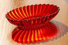 Red / Orange Oval Vegetable Bowl Scalloped Edge Starburst Ray Bottom Depression
