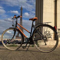 Ü 50: ReiseReise: Ein Fussball unter dem  Eiffeltum und ...