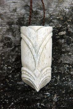 Gareth Barlow Bone Jewelry, Jewelry Art, Maori Patterns, Dremel Carving, Bone Crafts, Maori Designs, Maori Art, Carving Designs, Bone Carving