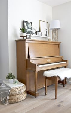 Piano Styling Love this piano styling! Genius to use a shelf for art just above the top of the piano. Pianos can be incredible pieces in design. Get a simple formula that will make piano styling a cinch and elevate your living room decor. Ikea Furniture Makeover, Living Room Furniture, Living Room Decor, Furniture Ideas, Cheap Furniture, Piano Living Rooms, Living Spaces, Das Piano, Cello