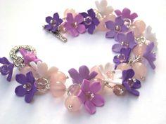 http://ic.pics.livejournal.com/li_za_ve_ta/19064497/124881/600.jpg - Clay flower bracelet ni purple and pink - http://polymerclayfimo.livejournal.com/4434551.html