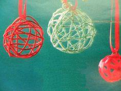 van lint touw garen een kerstbal en decoratieve bal maken 001 Childproofing, Winter, Crochet Necklace, Ribbon, Christmas Ornaments, Holiday Decor, How To Make, Crafts, Bauble