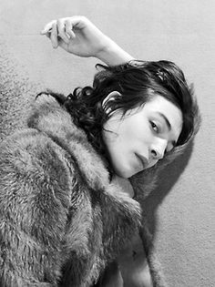 "luenas: "" moldavia: "" ezra miller by david balicki; hôtel lancaster, paris, january 2012 "" he's so hot "" Beautiful Boys, Pretty Boys, Beautiful People, Style Androgyne, Poses, Mode Style, Pretty People, Character Inspiration, Male Models"