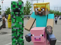 Minecraft Halloween costumes are incredibly popular with the fans of this game – kids or adults. The game is based on blocky graphics and pixel Costume Halloween, Minecraft Halloween Costume, Minecraft Costumes, Minecraft Games, How To Play Minecraft, Cool Minecraft, Minecraft Skins, Diy Design, Minecraft Creations