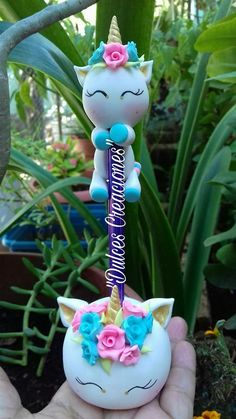 Unicórnio Polymer Clay Pens, Polymer Clay Projects, Polymer Clay Charms, Polymer Clay Creations, Clay Crafts, Diy And Crafts, Arts And Crafts, Unicorn Birthday Parties, Unicorn Party