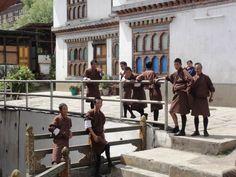 Do Instytutu 13 Sztuk w Thimpu trafiają ponoć mniej błyskotliwi uczniowie. No cóż, umiejętność liczenia jest wyżej ceniona niż artystyczna dusza.