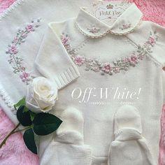 Resultado de imagem para bordados rococo Hand Embroidery Projects, Shirt Embroidery, Hand Embroidery Patterns, Embroidery Stitches, Crochet Toddler, Crochet Girls, Crochet Baby, Baby Knitting Patterns, Knitting Designs