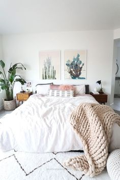 Fabulous Tips and Tricks: Minimalist Decor Interior Design Spaces chic minimalist decor living rooms.Vintage Minimalist Decor Living Room minimalist home with kids floor plans.How To Have A Minimalist Home Interior Design. Boho Chic Bedroom, Home Decor Bedroom, Modern Bedroom, Bedroom Inspo, Contemporary Bedroom, Bedroom Furniture, Bedroom Bed, Natural Bedroom, Bedroom Small