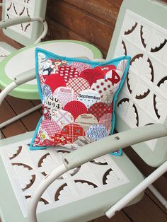 clamshell pillow by sewtakeahike, via Flickr  with template