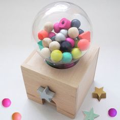 楽しいアイディアとビビットな色使い、洗練された世界観で海外のセレクトショップでも大人気!おしゃれなガチャガチャや星型のドミノなど、子どもも大人も夢中になる【kiko+(キコ)】木のおもちゃのcuna selectの商品詳細ページです。