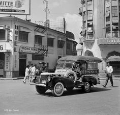 The original Hong Ning in Ong Pin, Binondo, Manila. Regions Of The Philippines, Philippines Culture, Philippine Holidays, Jeepney, Filipino Culture, Bataan, Life Magazine, Pinoy, Vintage Pictures