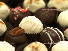 Bombones rellenos de chocolate, maníes y migas de torta
