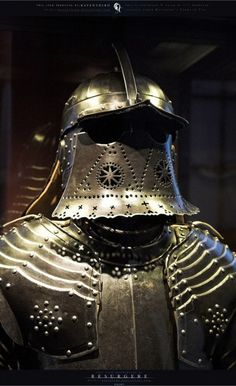 "Christian Müller - Armadura con borgoñota tipo ""Pappenheim"", con ""cola"" articulada, c. Medieval Knight, Medieval Armor, Historical European Martial Arts, Warrior Helmet, Ancient Armor, Neck Bones, Armor Clothing, Early Modern Period, Knight Armor"