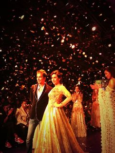 Amazing #Karishma #Kapoor is the show-stopper for #vikramphadnis #Lakmefw