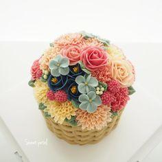 Repost sweetpetalcake 1 pound flower buttercream cake