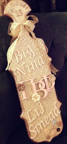 Girly Pi Phi paddle #piphi #pibetaphi (By Sinéad Shannon (Sorority Savvy) -   For orders and pricing: sororitysavvy@gmail.com)