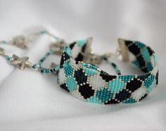 off loom beading techniques Loom Bracelet Patterns, Bead Loom Bracelets, Bead Loom Patterns, Jewelry Patterns, Beading Patterns, Macrame Bracelets, Stitch Patterns, Beaded Jewelry, Beaded Necklace