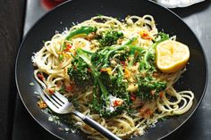 Broccolini & Chilli Spaghetti with Pangrattato (rosemary, lemon breadcrumbs) - pasta - vegetarian, can be made vegan - this was super easy & pretty flavorful Vegetarian Pasta Recipes, Chicken Pasta Recipes, Easy Pasta Recipes, Vegetarian Nachos, Vegetarian Spaghetti, Easy Meals, Dinner Recipes, Chicken Broccoli, Vegetable Dishes