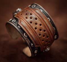 This rock style cuff bracelet dark blue and brown leather is made entirely by hand. The effects of wear are sanded with fine grain before waxing to ensure a soft touch that will never move. The...