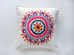 images about bordados mexicanos Mexican Embroidery, Crewel Embroidery, Embroidery Patterns, Handicraft, Needlepoint, Decorative Pillows, Needlework, Tapestry, Couture