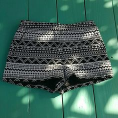 Aztec print shorts size S Aztec print shorts size S from forever 21 Forever 21 Shorts
