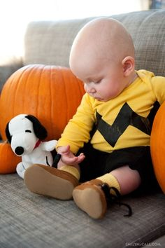 Charlie Brown halloween costume for baby. I mean come on it does not get cuter than this. This would be perfect for Andrew! His nursery is snoopy and Charlie brown! First Halloween Costumes, Cute Costumes, Halloween Kids, Costume Ideas, Halloween Party, Halloween Pictures, Halloween Costumes For Babies, Children Costumes, Homemade Halloween