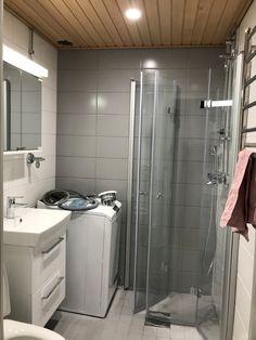 Viimeistelyä vaille valmis Alcove, Bathtub, Bathroom, Closet, Home Decor, Standing Bath, Washroom, Bathtubs, Armoire