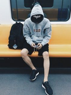 Arvintt│NIKEのシューズコーディネート-WEAR Japanese street style - supreme hoodie + shorts + sneakers