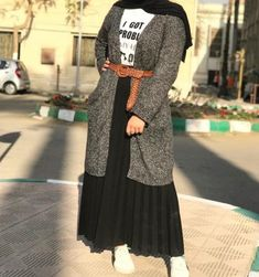 Black Tshirt Outfit, Hijab Outfit, Aesthetic Girl, Hijab Fashion, Identity, Mario, Casual Outfits, Sporty, Dresses