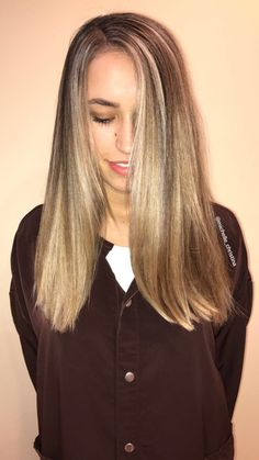 Full head of blonde highlights with tip out and root tap #hair #blonde #highlights #blondehair #beauty #style