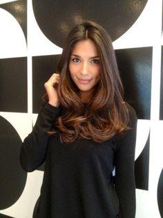 Tagli di capelli lunghi scalati: le idee migliori per valorizzare la tua chioma