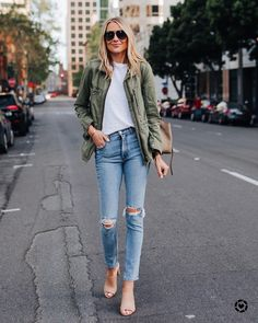 Favorite go-to outfit of the moment. Love my green utility jacket SO much 🖤 I shared a ton of ways to wear it earlier this week on Fashion… Utility Jacket Outfit, Green Utility Jacket, Jean Jacket Outfits, Army Green Jacket Outfit, Outfits With Green Jacket, How To Wear Denim Jacket, Winter Skinny Jeans Outfits, Ripped Skinny Jeans, Womens Skinny Jeans