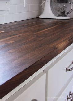 28 Popular Kitchen Countertops Ideas For Any Home. If you are looking for Kitchen Countertops Ideas For Any Home, You come to the right place. Below are the Kitchen Countertops Ideas For Any Home. Kitchen Redo, Kitchen Layout, Home Decor Kitchen, Kitchen And Bath, Kitchen Design, Kitchen Ideas, Kitchen Inspiration, Ikea Kitchen, Rustic Kitchen