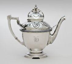 Teapot Wood & Hughes, New York c. Chocolate Pots, Chocolate Coffee, Or Antique, Antique Silver, Antique Vases, Silver Teapot, Silver Table, Tea Service, Tea Infuser