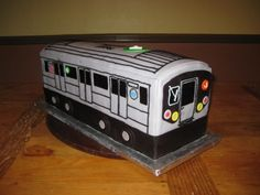 New York Subway Train By turtlesoup on CakeCentral.com