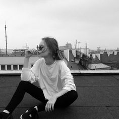 What Does Black and White Wedding Photography Mean to You? Tmblr Girl, Poses Photo, Foto Fashion, 90s Fashion, Queer Fashion, Fashion Pics, Foto Casual, Casual Chic, White Aesthetic