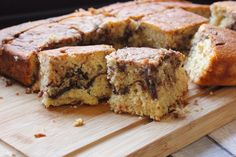 Banana and Chocolate Traybake - Fish come from the sky Chocolate Marble Cake, Chocolate Spread, Love Chocolate, Tray Bake Recipes, Baking Recipes, Mary Berry Cooks, Chocolate Traybake, Original Recipe, Toffee