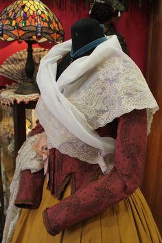 BOBINÉ PARA INDUMENTARIA TRADICIONAL ANTIGUEDADES FRIVOLITÉ CALLE SAN VICENTE DE PAUL 18 ZARAGOZA TLF. 976 207778 Spanish Culture, 18th Century Fashion, Folklore, Barcelona, Shirt Dress, Google, Shirts, Dresses, Vestidos