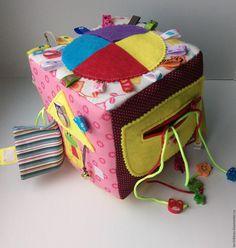 Купить Развивающий кубик - разноцветный, развивающая игрушка, развивающий кубик, развивающая книжка, развивающие игры Sewing Patterns For Kids, Sewing For Kids, Diy For Kids, Gifts For Kids, Book Crafts, Felt Crafts, Projects For Kids, Sewing Projects, Baby Quiet Book