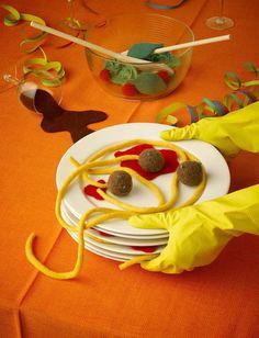 Lo que quedó de la ensalada y los espaguetis con albóndigas. ¡Pero cuidado! Que esta comida no se come :P
