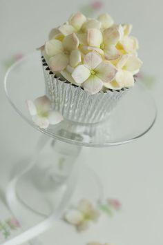 Adorable hydrangea cupcake