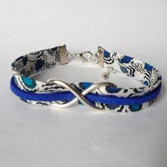 """Bracelet Liberty """"Fleurs bleues"""", suédine bleu et signe infini en métal argenté"""