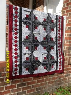 black white red quilt patterns | Black White Red Log Cabin by nancybus | Quilting Ideas